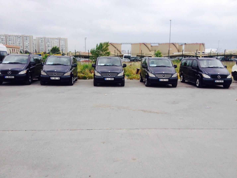 Автопарк одной из компаний по аренде автомобилей с водителями в Стамбуле
